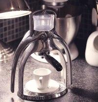 Presso-Hand-Pressed-Espresso-Maker-Gear-Patrol-2